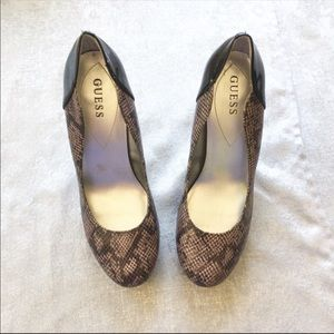 Guess snakeskin high heeled pumps size 10 medium